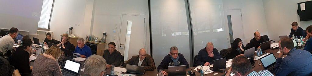 Multiple-Choice-Test bei einer Produktzertifizierung in der Nürnberger SELLWERK-Zentrale