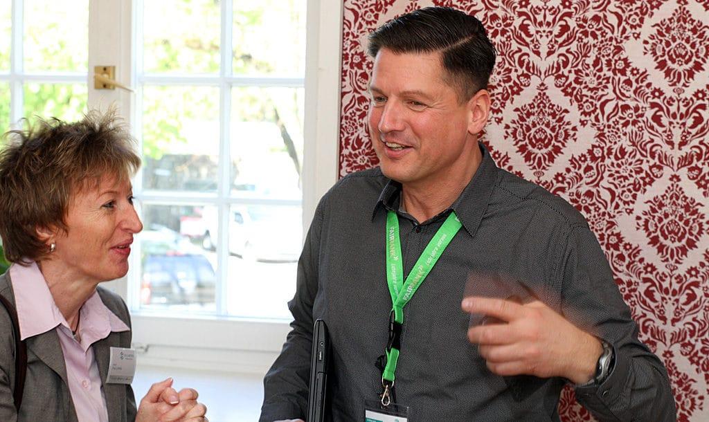 Sales-Trainer Nikolaus Herbert im Dialog mit Sellwerk-Verkaufsleiterin Martina Labella
