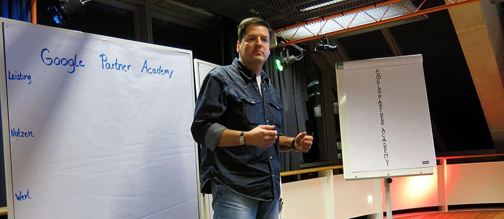 Nikolaus Herbert bei der Trainervorstellung der Google Partner Academy