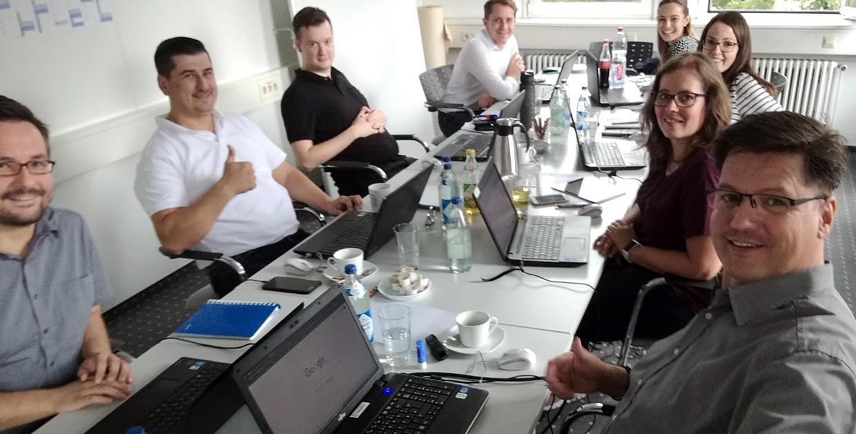 Online-Marketing Trainer Nikolaus Herbert mit Teilnehmern