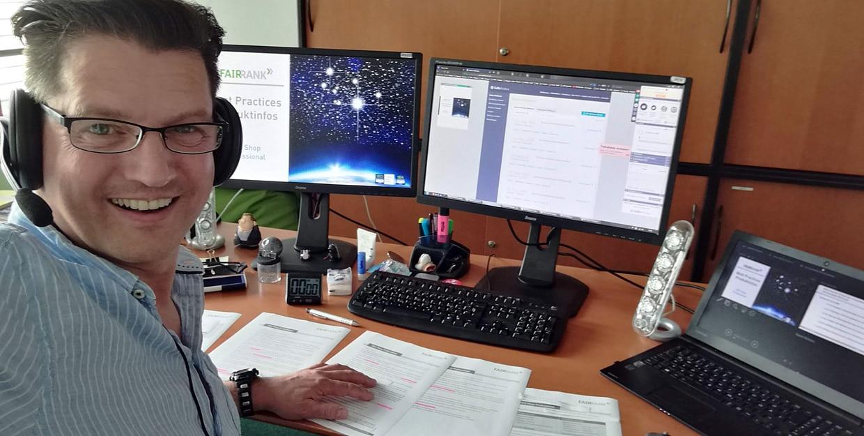 Online-Marketing-Salestrainer Nikolaus Herbert bei der Webinaraufzeichnung
