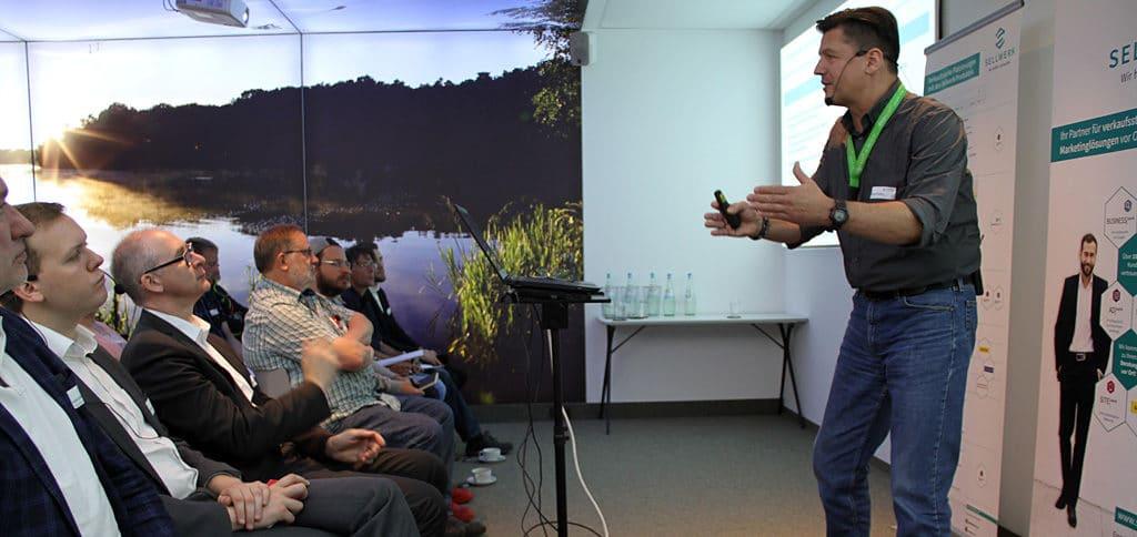 "Speaker Nikolaus HErbert bei ""Sellwerk Live"" in Langenfeld"