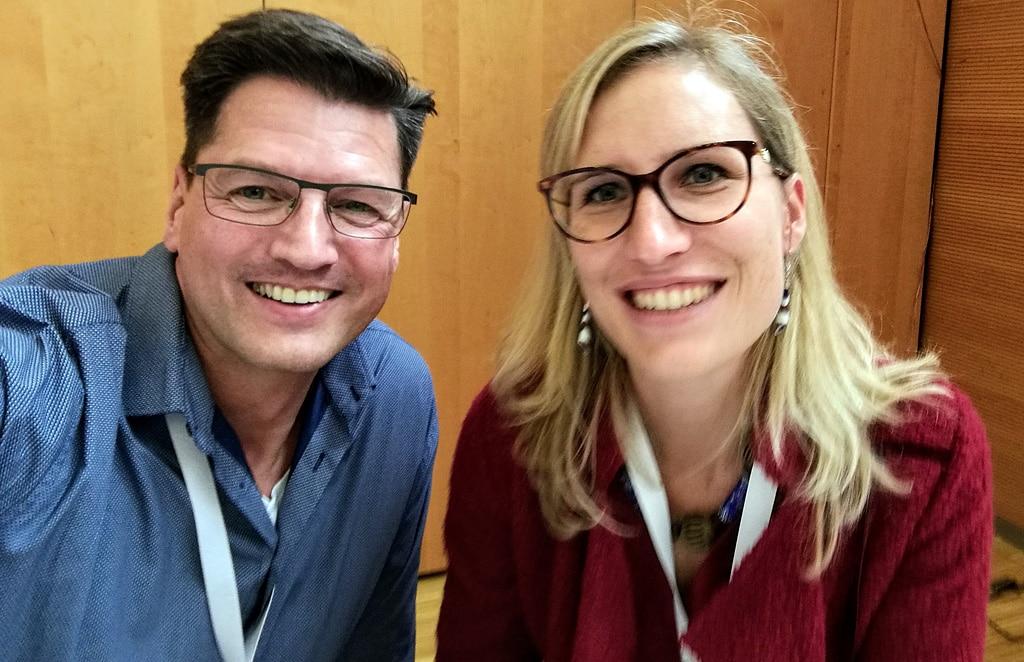 Caroline Kross (Geschäftsführerin bei Zypresse Verlags GmbH) mit Speaker Nikolaus Herbert